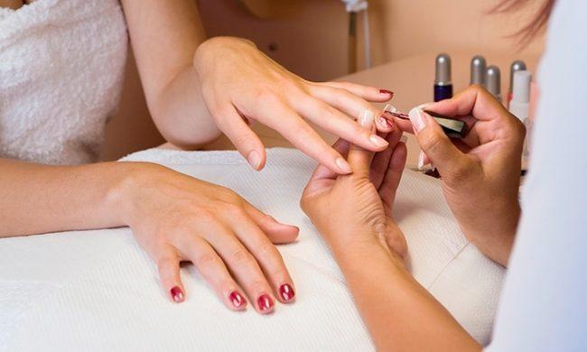 Уход за ногтями в салонах красоты