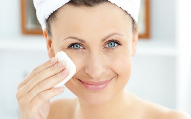 Основные правила ухода за жирной кожей лица