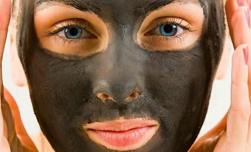 маска из активированного угля дома