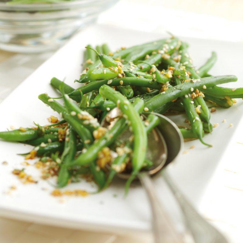 Лёгкий салат из зелёной фасоли с кунжутом
