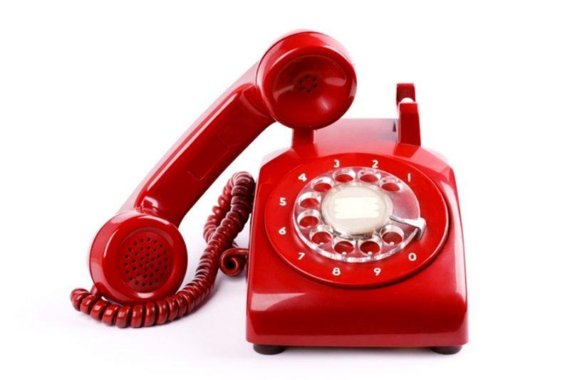 Этот винтажный телефон выглядит блестящим и новым после покраски